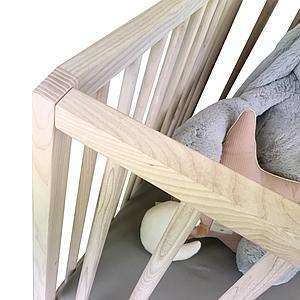 Lit bébé KERA en frêne avec top Straight-pieds Curve