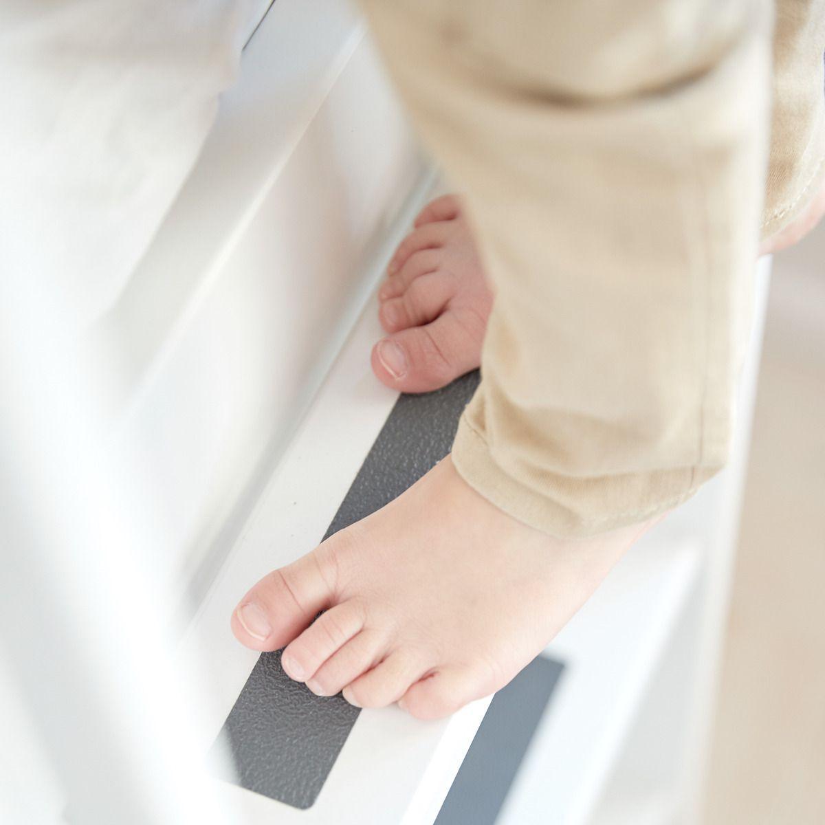 Lit surélevé enfant WHITE Flexa 90x190 échelle droite pieds blancs barrière blanche
