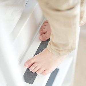 WHITE by Flexa Lits superposés en MDF 90x190 cm avec barrière de sécurité blanche et pieds en bouleau